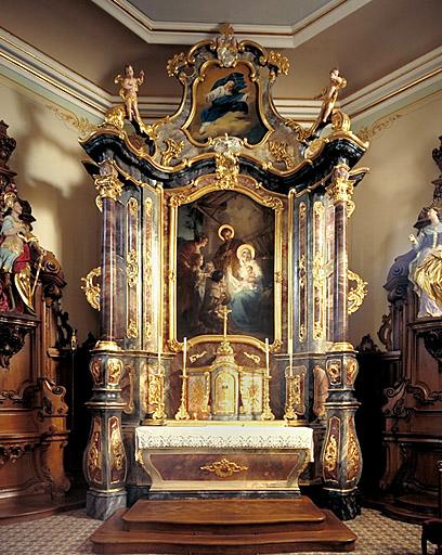 3 autels, 3 retables, tabernacle, 6 tableaux : Annonciation, Adoration des bergers, Dieu le Père, saint François, anges (maître-autel et autels secondaires)