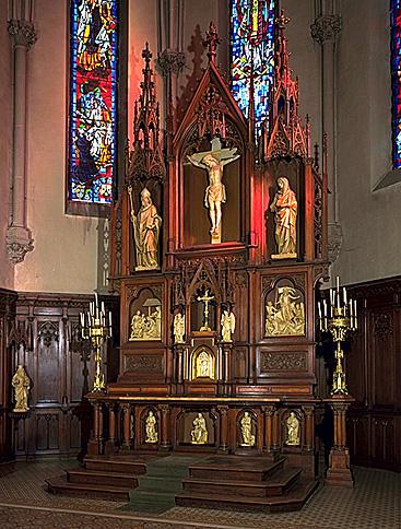 ensemble du maître-autel : autel, retable, tabernacle, statues (10)
