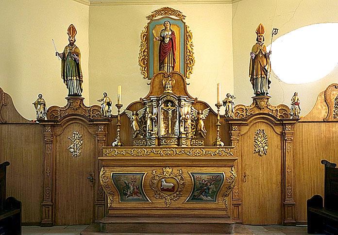 Autel, tabernacle, portes, 4 statues, croix (maître-autel)