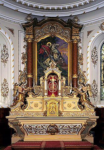 3 autels, 3 retables, tabernacle, exposition, 6 statues (maître-autel, autels secondaires), de saint Georges, de la Vierge, de saint Sébastien