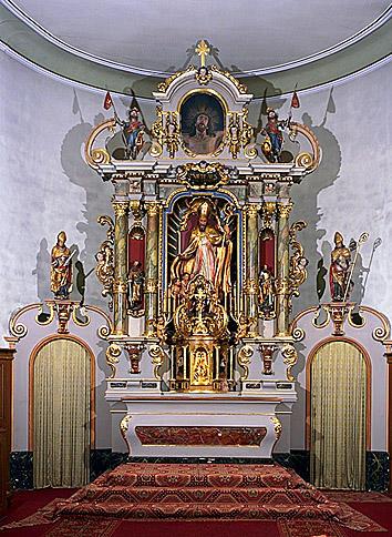 ensemble du maître-autel : autel, retable, tabernacle, expoistion, statues (11), croix d'autel