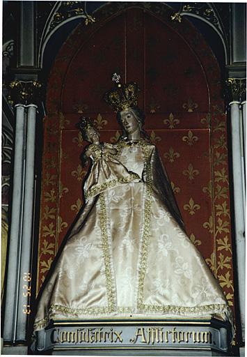 statue de la Vierge à l'Enfant et leur couronne