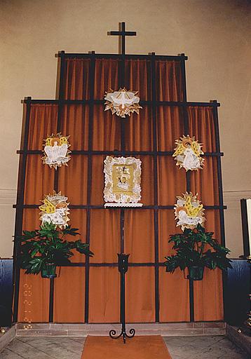 Tabernacle, bas-reliefs