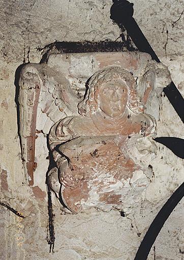 Ensemble de deux culots : Anges portant un écu