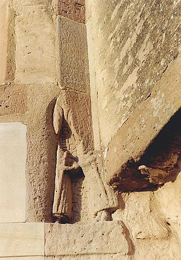 Porte à chambranle sculpté