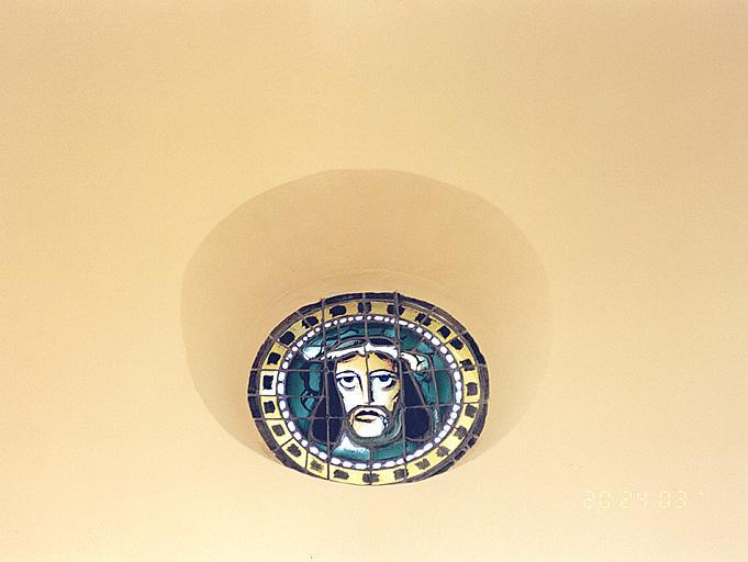 verrière : tête de Christ couronnée d'épines