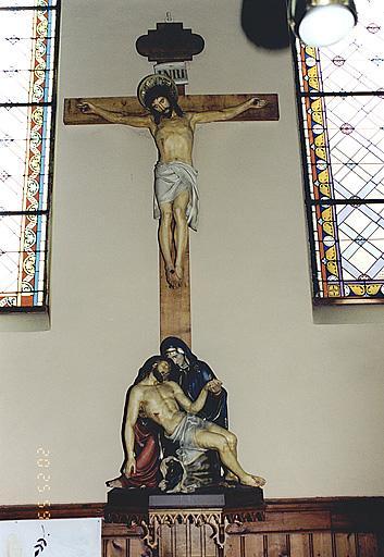 Christ en croix, groupe sculpté