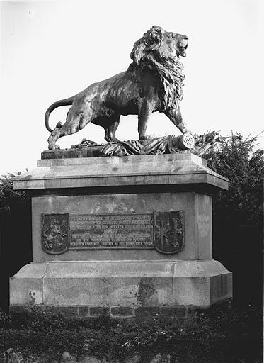 monument commémoratif du régiment d'infanterie de Wittich (J)