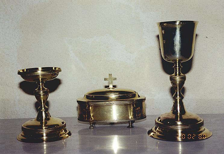 Ensemble d'objets protestants : calice, patène et boîte à hosties