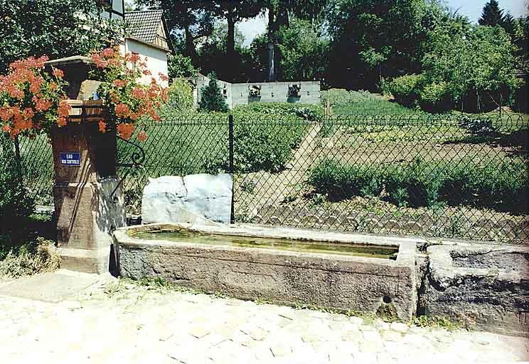 Fontaine-auge (L)