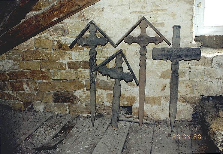 Ensemble de 4 croix funéraires