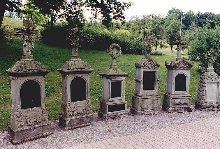 Ensemble de 6 tombeaux
