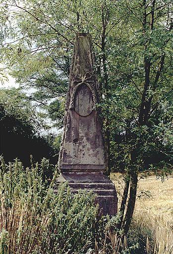 monument commémoratif (D)