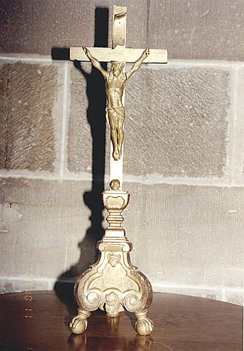 Ensemble de 4 chandeliers d'autel et de 2 croix d'autel