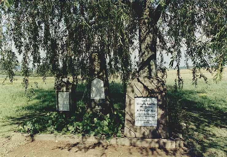 ensemble de 3 tombeaux (F)