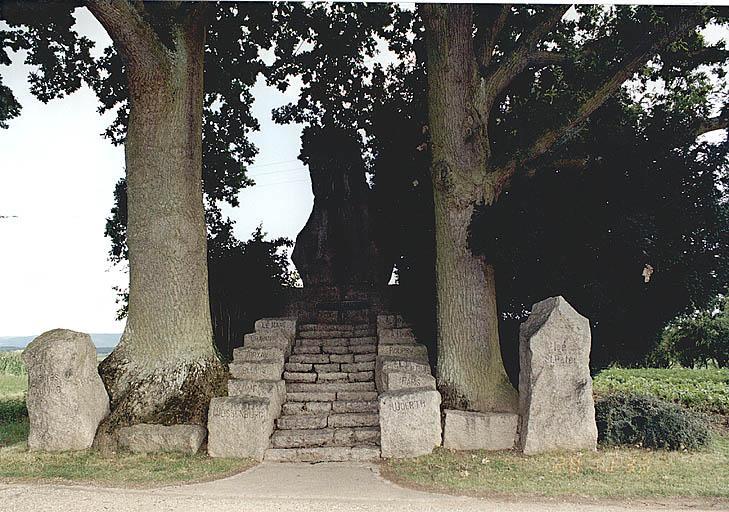 Monument commémoratif (K)