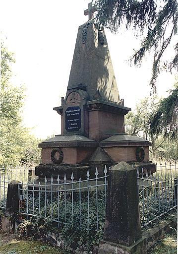 Monument commémoratif (J)