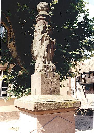 stèle aux quatre divinités et monument commémoratif (L et Y)