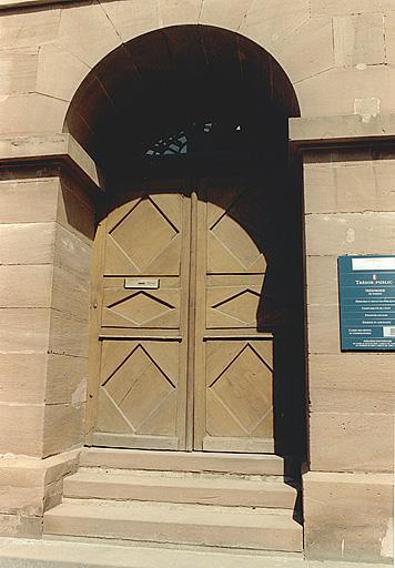 Mairie, actuelles perception et bibliothèque