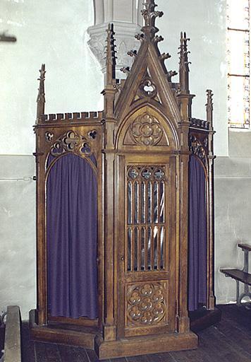 Lambris de demi-revêtement, fauteuil de célébrant, 8 stalles de célébrant, 2 tabourets de célébrant, crédence, 2 confessionnaux style néo-gothique
