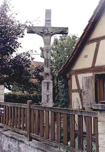 croix monumentale : Christ en croix