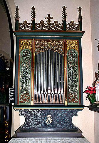 3 autels, tabernacle, 3 retables, 4 statues, partie instrumentale de l'orgue (maître-autel, autels secondaires), style néo-gothique