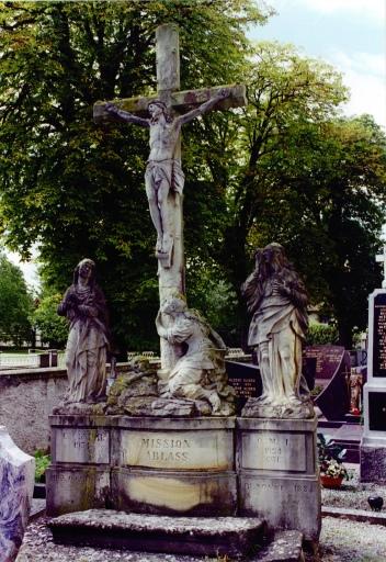 Croix de cimetière : calvaire