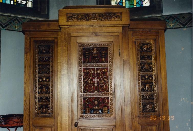 Confessionnaux et ensemble de mobilier religieux