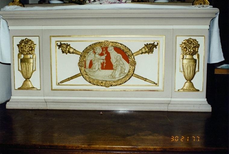 autel secondaire de la Vierge : tombeau avec, en médaillon, l'Annonciation