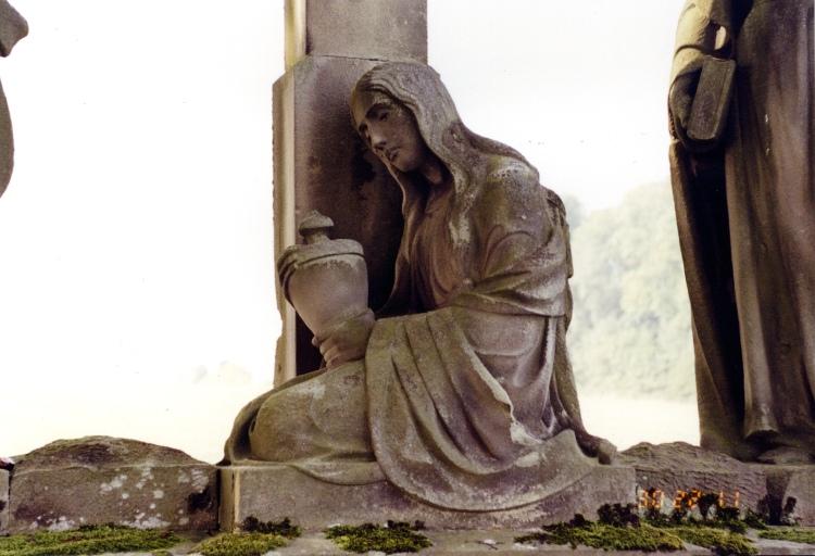 Calvaire C : Marie-Madeleine au pied de la croix