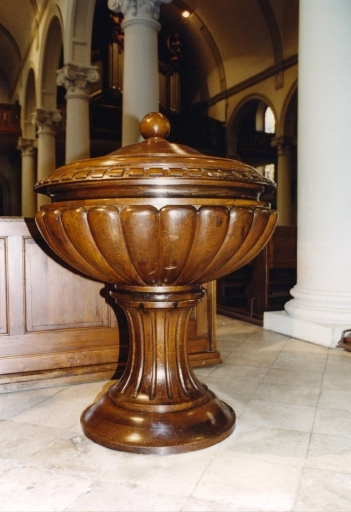 Maître-autel, ensemble de mobilier liturgique