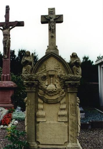 Monument funéraire du curé Jean-Baptiste Biehler