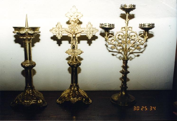Croix et chandeliers d'autel