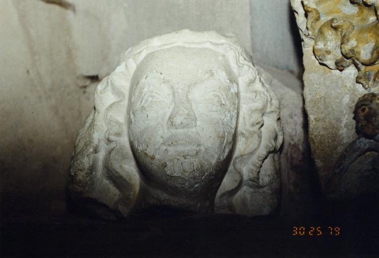 statue : tête de femme
