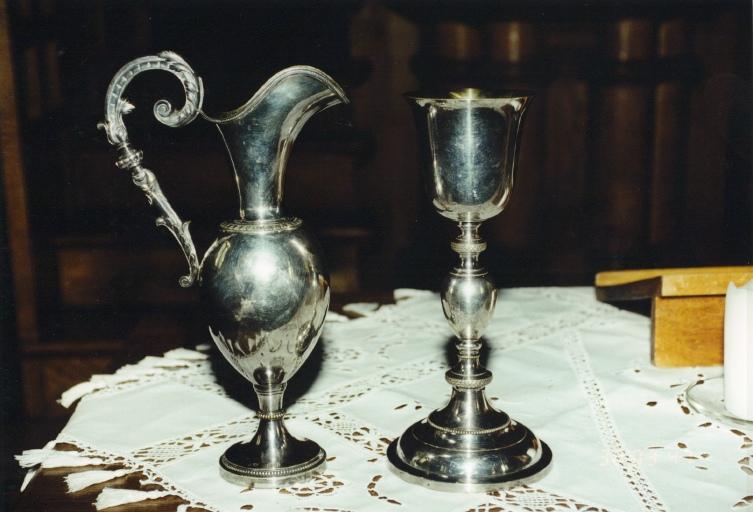 Aiguière et calice de communion