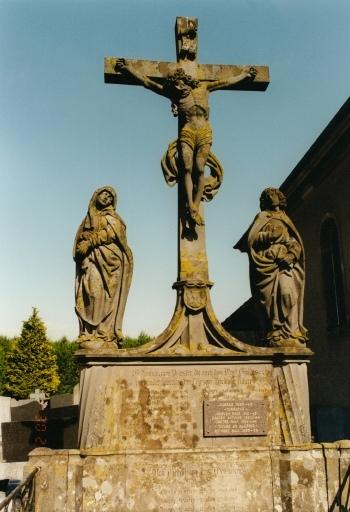 Calvaire de cimetière, monument aux morts
