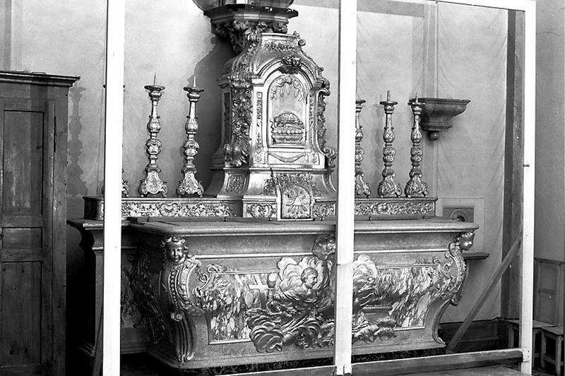 Autel, tabernacle, 6 chandeliers et croix d'autel (ensemble du maître-autel)
