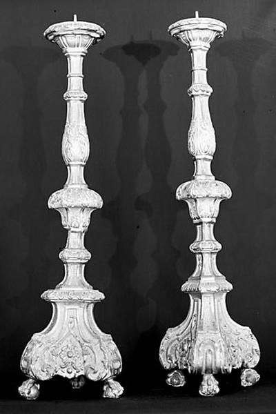 6 chandeliers et croix d'autel