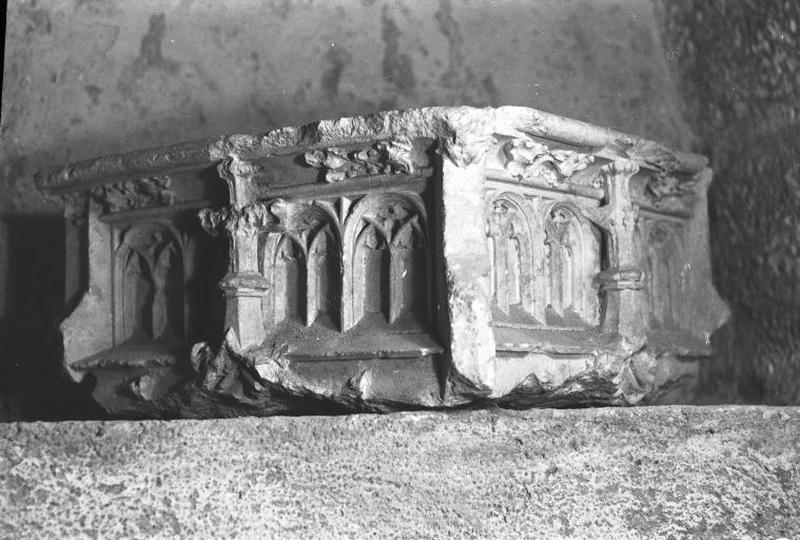 Dais funéraire du tombeau d'Amé de Chalon