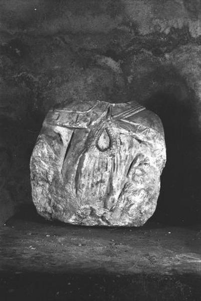 Fragment de statue (torse) : saint Claude (?)