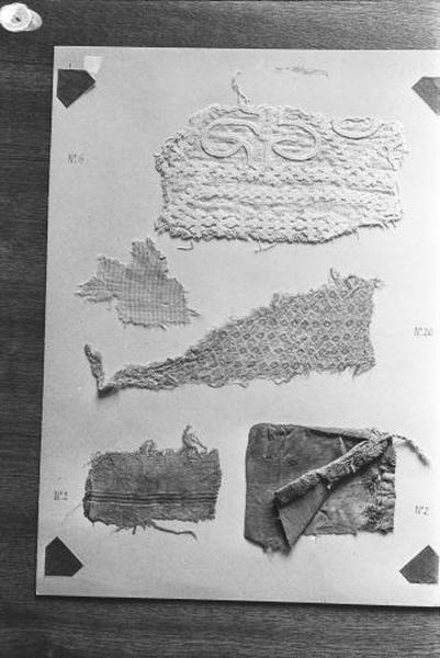 1er ensemble de 5 fragments de tissus