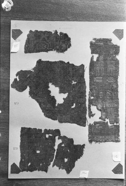 2e ensemble de 4 fragments de pièces de tissus de soie