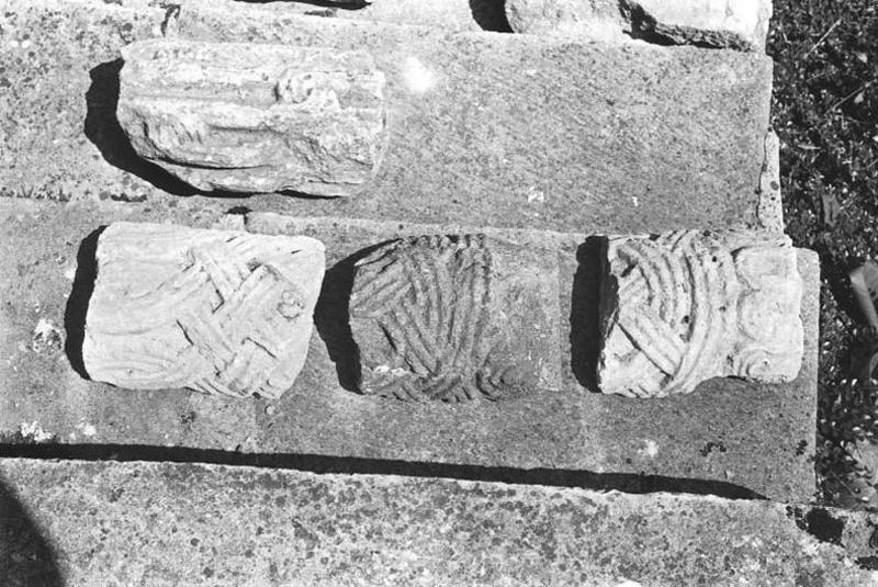 5 fragments de colonnette à décor d'entrelacs
