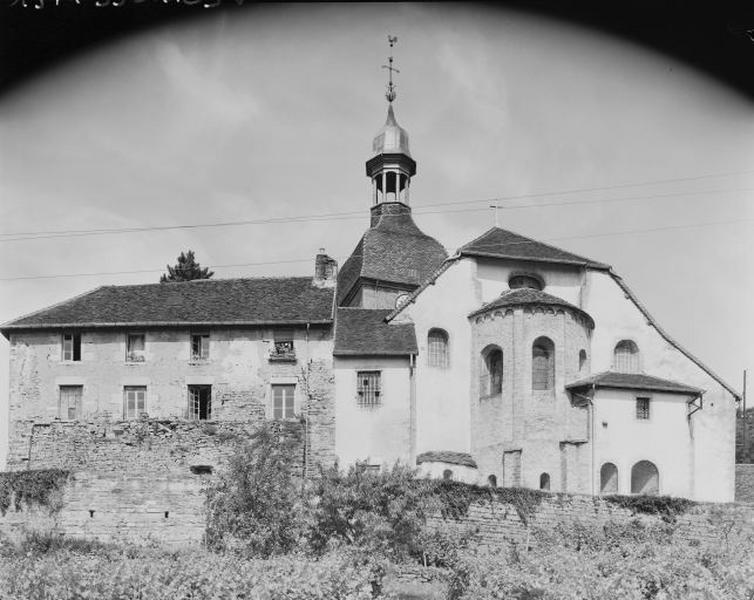 Prieuré de bénédictins, actuellement église paroissiale Saint-Lothain et maison