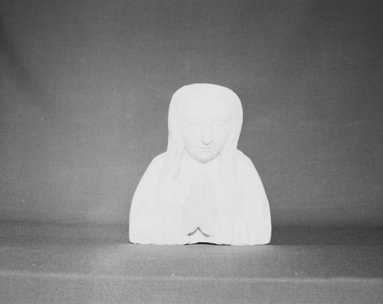 Statue : sainte Foy (?)