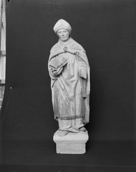 Statue : évêque au livre