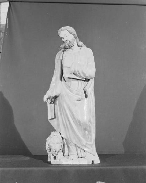 4 statues : les quatre Evangélistes
