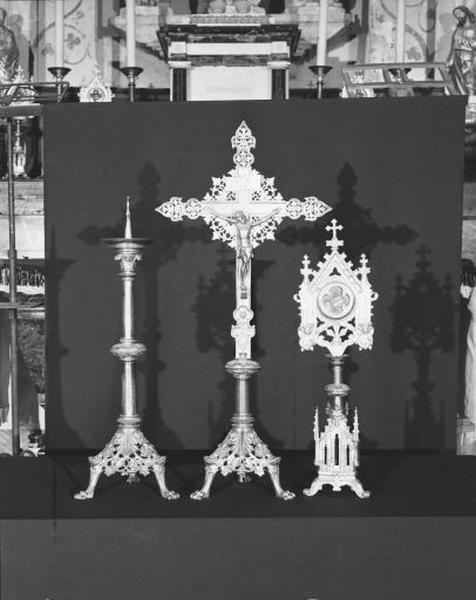 6 chandeliers d'autel, 4 reliquaires, croix d'autel