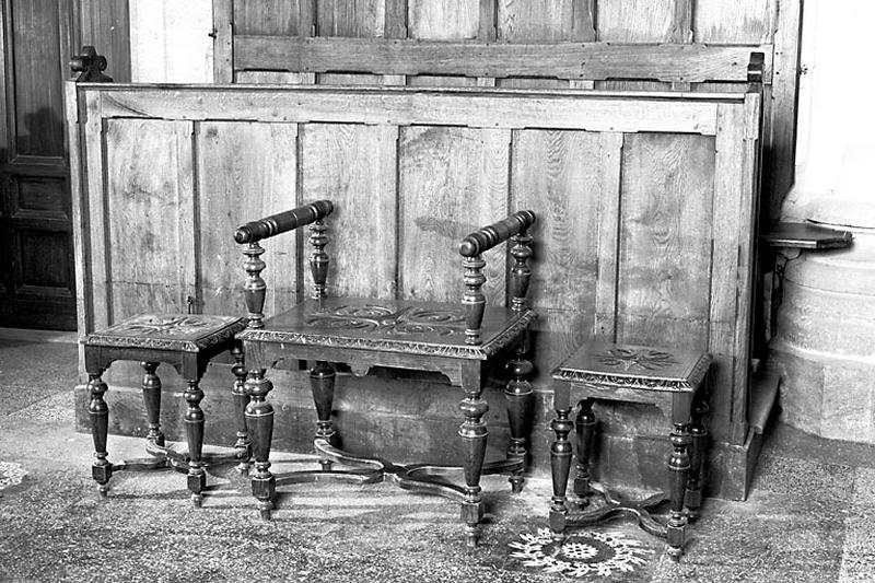 fauteuil et 2 tabourets