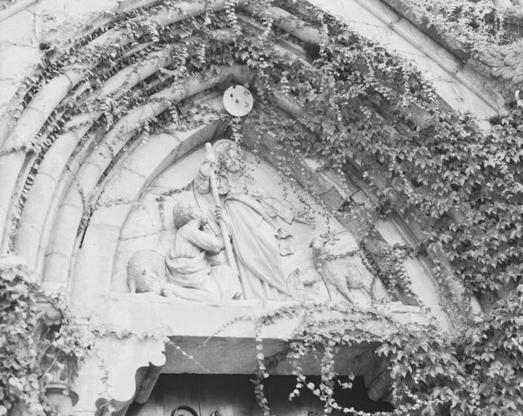 Haut-relief (tympan sculpté)